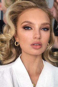 Red Lip Makeup Inspo - 5 Perfectly Timeless Red Lipstick Looks - Make Up 2019 Glam Makeup, Bridal Makeup Red Lips, Red Lips Makeup Look, Formal Makeup, Makeup Inspo, Makeup Inspiration, Makeup Ideas, Red Lipstick Makeup Blonde, Makeup Tips