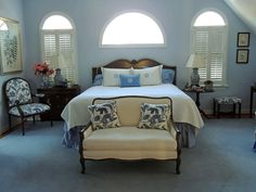 Suburban Charm: Blue and White Monday Guest Bedroom Decor, Guest Bedrooms, Navy Blue Bedrooms, Virginia Homes, Blue And White, Pink, Party, Furniture, Decorating