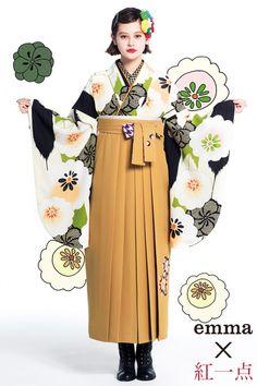 【卒業式袴レンタル/通販可】人気レトロモダン(可愛い椿柄) 黄緑/黒/からし 商品画像1 Japanese Kimono, Japanese Girl, Japan Graphic Design, Creative Fashion Photography, Yukata Kimono, Wedding Kimono, Traditional Kimono, Japanese Outfits, Japan Fashion