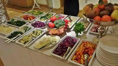 Refettorio Simplicitas in Salzburg; Buffet with veggie variations Vegan Food, Vegan Recipes, Salzburg, Buffet, Table Settings, Veggies, Restaurant, Pure Products, Vegetable Recipes
