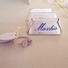 Il Nostro #negozio – #maschiogioielli #milano / #shoponline #gioielliartigianali #gioiellimadeinitaly #anelloconpietre #diamantighiacciati #diamantiice #pietraadularia #anellodifidanzamento #wabisabi  #designgioielli #gioiellimilano