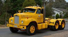 Old Mack Trucks, Big Rig Trucks, Semi Trucks, Mack Attack, Bedford Truck, Truck Transport, Old Wagons, Kenworth Trucks, Trucks And Girls