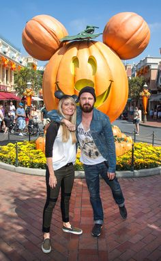 Aaron Paul & Lauren Parsekian from Stars at Disneyland & Disney World | E! Online