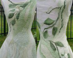Nuno vilten bos Fairy jurk. Op bestelling gemaakt. Korte alternatieve bruids jurk. Nuno vilten kleding. Moss en room. Faerie kostuum.