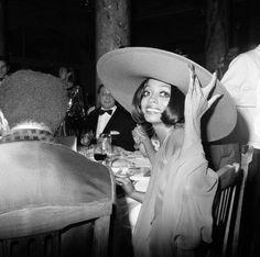 Diana Ross at the 1973 Cannes Film Festival. Vintage Black Glamour by Nichelle Gainer Jeanne Moreau, Sophia Loren, Jean Pierre Aumont, Diana Ross Supremes, Lady Sings The Blues, Vintage Black Glamour, Vintage Beauty, Vintage Fashion, Palais Des Festivals