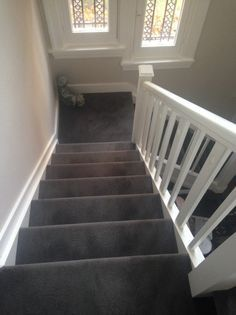 Carpet Runners For Stairs Uk Grey Carpet Living Room, Stairs In Living Room, Stairway Carpet, Carpet Stairs, Stair Renovation, Carpet Decor, Carpet Ideas, House Staircase, Staircase Ideas