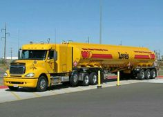 Frt.Liner TriAxle and TriAxle fuel tanker...