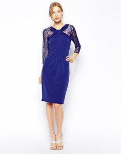nice wedding guest outfit: blue lace dress