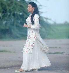 Punjabi Suit Neck Designs, Patiala Suit Designs, Pattu Saree Blouse Designs, Pakistani Dress Design, Pakistani Dresses Casual, Casual Dresses, Fashion Dresses, Indian Designer Suits, Designer Punjabi Suits Patiala