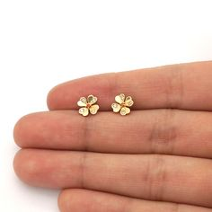 These cute and dainty flower stud earrings are complemented with white zircon and ruby gemstones and skillfully crafted in yellow and white gold. Gold Rings Jewelry, Ear Jewelry, Small Earrings, Screw Back Earrings, Gold Earrings Designs, Necklace Designs, Gemstone Earrings, Stud Earrings, Flower Stud
