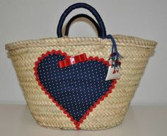 Risultati immagini per como decorar un capazo Diy Embroidery Crafts, Fundraising Crafts, Crochet Shoulder Bags, Lace Bag, Diy Sac, Bags For Teens, Summer Handbags, Eco Friendly Bags, Knitting Accessories