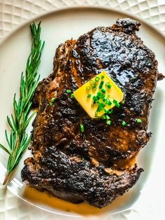 This easy blackened ribeye steak recipe is flavorful and delicious. It is the perfect recipe for paleo, keto and low-carb eating plans. Try it for dinner! Rib Eye Recipes, Steak Recipes, Cooking Recipes, Drink Recipes, Low Carb Noodles, Dinner Party Recipes, Those Recipe, How To Cook Steak