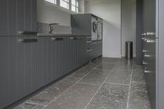 prachtige bijkeuken wwwkersbergen.nl Mudroom, Tile Floor, Flooring, Laundry, House, Houses, Porches, Laundry Room, Tile Flooring