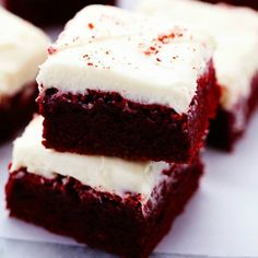 These red velvet brownies are seriously the perfect brownie recipe! Perfectly moist and chewy with the bright red color. The cream cheese frosting is the perfect finishing touch! These are AMAZING! These are literally one of the best brownies that I h Food Cakes, Cupcake Cakes, Homemade Brownies, Best Brownies, Fudge Brownies, Frosted Brownies, Homemade Pie, Sugar Cookie Bars, Chocolate Chip Cookie Dough