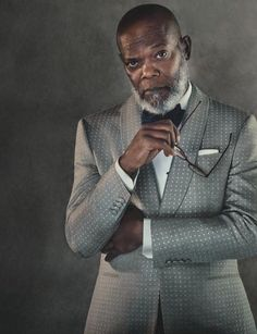 betweenartandcomfort: Samuel L. Jackson Gieves & Hawkes Dinner Jacket Source: The Rake Magazine Sharp Dressed Man, Well Dressed Men, Suit Fashion, Mens Fashion, Herren Outfit, Poses For Men, Grown Man, Mode Masculine, Handsome Black Men