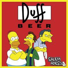 ADESIVO - OS SIMPSONS - HOMER, LENNY, MOE, E DUFF - 11 X 11 CM  Adesivo do desenho dos Simpsons com os seguintes personagens: Homer, Lenny e Moe. Atrás deles tem o logo da cerveja Duff.  Preço de venda  Você pode vender uma unidade por: R$ 6,50  Detalhes  Formato: 11 x 11 cm Impressão: Frente Cores: 4x0 (colorido, sem branco) Papel: Vinil Brilho Gramatura: 150 g/m² Acabamento: Retangular  Entregue em Folhas A4  Saiba em mente que estará comprando 10, 20 ou 50 unidades da mesma arte