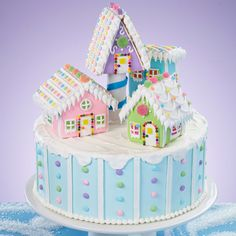 This picturesque cake will look amazing at any Christmas celebration! O