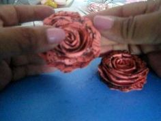 Paper vintage rose tutorial using scalloped scissors, stamps and embossed paper. Paper Flowers Diy, Handmade Flowers, Flower Crafts, Fabric Flowers, Paper Roses Tutorial, Rose Tutorial, Diy Fleur, How To Make Rose, Flower Video