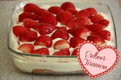 Great Pics Strawberry tiramisu - cooking love Tips Strawberry and Blood Blueberry Smoothie Recipes Several common smoothie recipes have something in c Cold Desserts, Delicious Desserts, Dessert Recipes, Yummy Food, German Baking, Austrian Recipes, Thermomix Desserts, Sweets Cake, Strawberry Recipes