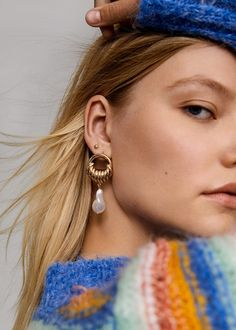 What's on trend for spring this year? These 2020 spring jewelry trends will have you sparkling from head to toe. Tiny Earrings, Pendant Earrings, Statement Earrings, Pearl Choker Necklace, Star Necklace, Leg Chain, Bff Necklaces, Jewelry Trends, Women Jewelry