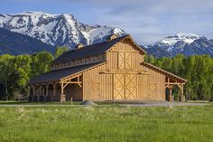 Barn Great Plains Western Horse Barn project by Sand Creek Post & Beam. View this gallery for ideas on your next dream barn. Dream Stables, Dream Barn, Horse Stables, Horse Farms, Barn House Plans, Barn Plans, Le Ranch, Barn Shop, Barns Sheds