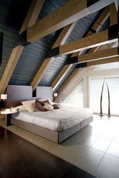 LOVE this ceiling!!! Room w/ tall ceiling
