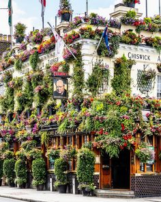 The floral facade of the Churchill Arms pub in Kensington is one of my favorite sights in London. I just heard that the landlord of 32 years is retiring and handing over the keys to his general manager today. I hope the manager continues the tradition. London Tours, London Travel, London Blog, Best Pubs, Kensington London, Pub Crawl, Westminster Abbey, London Photography, Churchill
