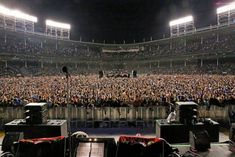 Dream Life, My Dream, My Life, Concert Stage Design, Concert Crowd, Eddie Vedder, Pearl Jam, Center Stage, No One Loves Me