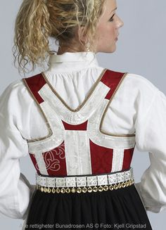 Aust-Agderbunad Åmli til dame - BunadRosen AS Sewing Tips, Sewing Hacks, Folk Costume, Costumes, Norwegian Clothing, Ale, My Heritage, Culture Travel, Ethnic Fashion