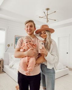 BTS of this happy family photo is that Cove was screaming 30 seconds earlier and I was yelling at Parker because I'm overwhelmed trying to… Step Parenting, Parenting Memes, Gentle Parenting, Mom And Baby, Baby Kids, Happy Family Photos, Aspyn And Parker, Aspyn Ovard, Family Goals
