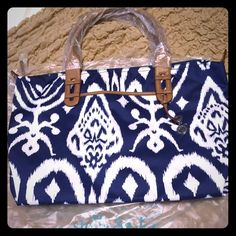 """NEW. Stella & dot Navy/white Ikat bag. Still in the plastic. Never used. This rare (retired) bag can take you wherever you need to go. Navy blue / white ikat Woven fabric on the exterior, spill resistant green with navy blue polka dot on the interior. Trim and handles: textured material in camel.  Top zip closure. Signature Stella & Dot hardware in silver.  1 exterior slip pocket and 3 interior pockets to fit your phone, keys, and, wallet. Measurements: height - 12.5"""", length 19"""" Stella…"""