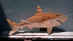 Tubarão em pallet, verniz e marcador de texto. danielcvalle@ecopensar.com.br