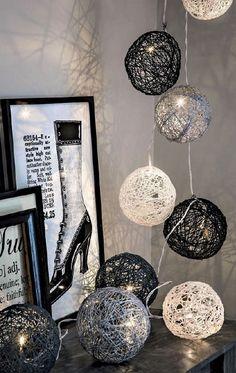 Boule de Noël ficelle en guirlande électrique Gonfler un ballon au diamètre . Christmas Balls, Christmas Crafts, Christmas Decorations, Diy Room Decor, Home Decor, Decorating Your Home, Diy And Crafts, Lights, Inspiration