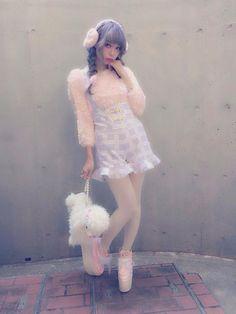 IG: Cheyannesorelle 🎀 🇬🇧/ Student / 20 something / mixed race (black/white) / Larme bunny. Harajuku Fashion, Japan Fashion, Kawaii Fashion, Lolita Fashion, Pastel Fashion, Quirky Fashion, Cute Fashion, Girl Fashion, Simple Outfits