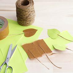 DIY paper heart leaf philodendron - The House That Lars Built Felt Flowers, Diy Flowers, Paper Flowers, Planting For Kids, Papier Diy, Paper Plants, Green Craft, Paper Leaves, Paper Artwork
