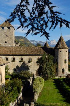 Castle Maretsch in the sunlight in autumn, Bozen, South Tyrol, Italy, Europe