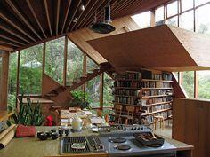 20 maisons complètement folles, qui vendent vraiment du rêve... La bibliothèque, je la veux !