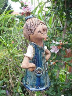 http://de.dawanda.com/product/33869877-FunnyZenzi-Zaunhocker-Gartenkeramik-Skulptur
