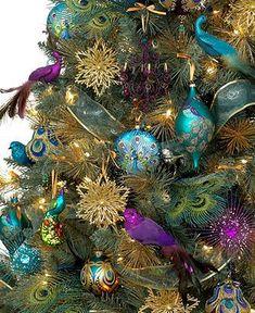 Kerstboom met pauwen decoratie