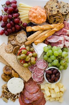 How to build the ultimate cheeseboard for the holidays. | livinglou.com