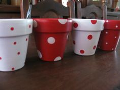 macetas pintadas a mano p/souvenirs o decoración de jardines Flower Pot Art, Small Flower Pots, Flower Pot Design, Flower Pot Crafts, Paint Garden Pots, Painted Plant Pots, Painted Flower Pots, Clay Pot Projects, Clay Pot Crafts