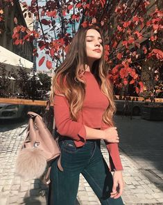 Get the latest women street wear swag fashion ideas and the most trending adidas winter outfits for girls. Girl Photo Poses, Girl Photography Poses, Tumblr Photography, Girl Photos, Fashion Photography, Fall Photography, Travel Photography, Foto Casual, Instagram Pose