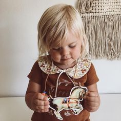 Perfect to add a vintage touch to your little girl's outfit. Shower Inspiration, Autumn Inspiration, Fall Outfits, Kids Outfits, Cute Outfits, Little Girl Outfits, Little Girls, Well Dressed Kids, Billy Bibs