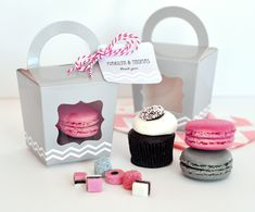 Cupcake 'n' Treats Tote Boxes (Set of 12) at www.WeddingFavors.org