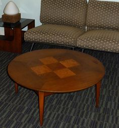 MID CENTURY MODERN LANE FURNITURE ROUND COFFEE TABLE W/ CHECKERED BURLWOOD  INLAY