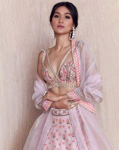 New Arpita Mehta 2019 Lakme Fashion Week Collection - Designer Dresses Couture Dress Indian Style, Indian Fashion Dresses, Indian Designer Outfits, Pakistani Clothing, Frock Fashion, Pakistani Suits, Pakistani Bridal, Fashion Hair, 70s Fashion