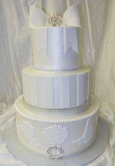 Cake Decorating Store Farmington Mi : Choose your color and flowers (fresh or custom) LADYBUG ...