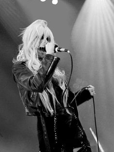 Taylor Momsen.... the pretty reckless