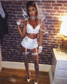 We Love Halloween Because its Awesome. Fun and cheap Halloween Costumes and ideas…. Looking for your next Halloween Costume? Discover easy Halloween costumes and fun costumes for your next party or trick or treat gig. Costume Halloween, Costumes Sexy Halloween, Couples Halloween, Looks Halloween, Fete Halloween, Halloween Celebration, Halloween 2018, Braut Halloween, Halloween Bride