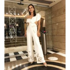 When three Miss Worlds meet 👑 Miss World 2017 Manushi Chhillar Designer Jumpsuits, Miss India, Jacqueline Fernandez, Miss World, New Fashion Trends, Bollywood Fashion, Bollywood Style, Priyanka Chopra, Designer Wear